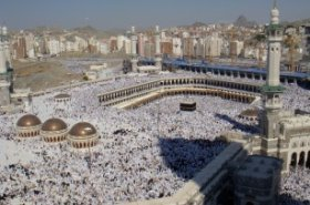 Saudi Arabia halts commercial and working visit visas for UAE Muslim residents during Hajj