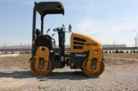 SDLG's first asphalt compactor launched in Middle East and Africa