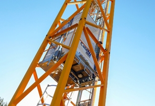 New mast operator lift for Potain cranes from Manitowoc