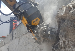 MB R800 Cat Demolition Concrete Mexico.640x400
