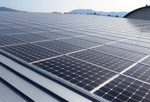 Italian firm signs deal to build solar plant in Iran
